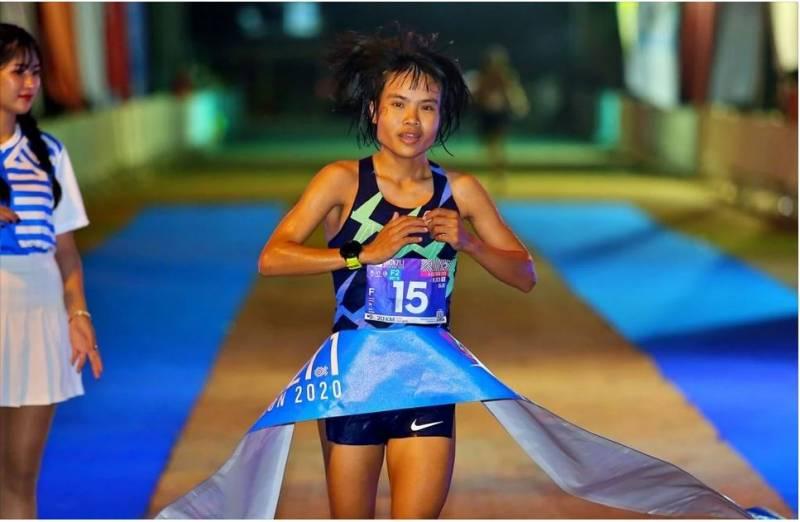 """สัญชัย - ลินดา สองนักวิ่งทีมชาติไทย คว้าแชมป์การแข่งขัน ในศึก """"อุบล 21.1 มาราธอน 2020"""" ก็มีนักวิ่งดีกรีไม่ธรรมดา อย่าง """"สัญชัย นามเขต"""""""