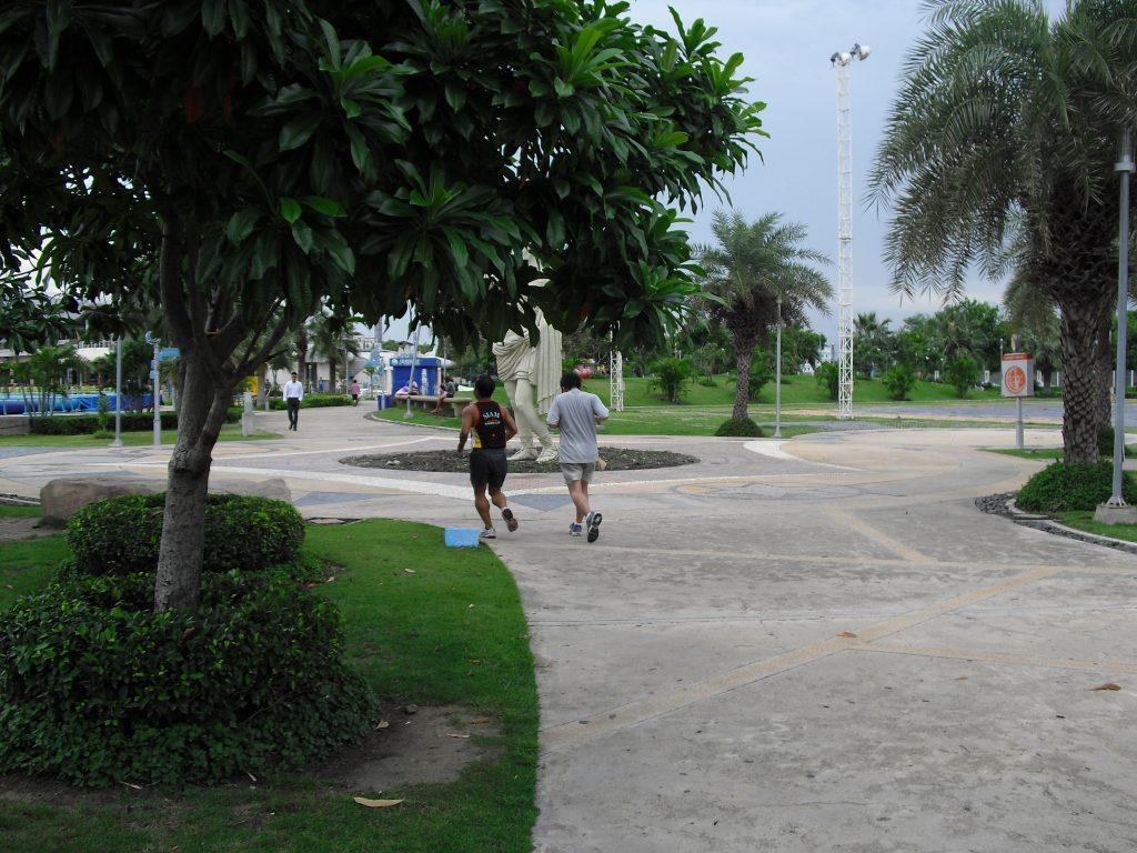 4 สถานที่วิ่งออกกำลังกายโคราช สนามกีฬาเฉลิมพระเกียรติ 80 พรรษา สวนน้ำบุ่งตาหลั่วเฉลิมพระเกียรติรัชกาลที่ 9 สวนสาธารณะจ.โคาราช สวนสาธารณะหน้าห้างเซ็นทรัล สวนสุขภาพอ่างสุระ